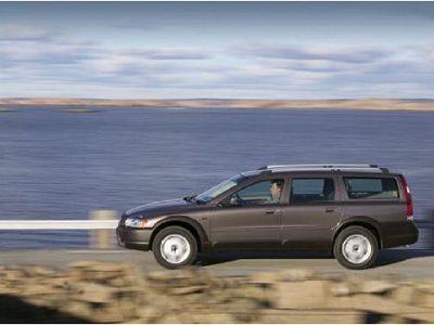 Listino nuovo Volvo V70 XC II 2004